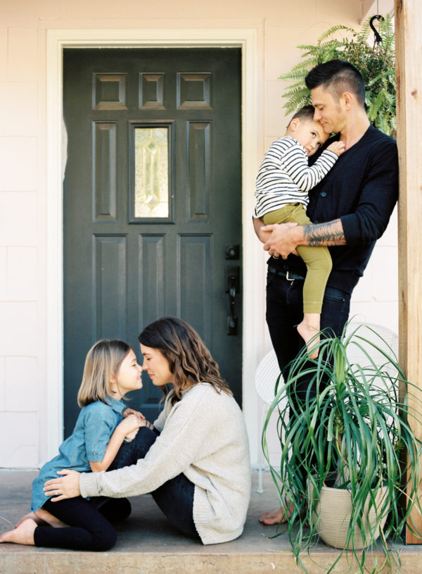 family snuggling on front porch amy rau photography oklahoma city photographer